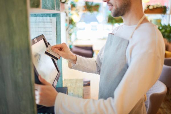 Mobilier, caisse enregistreuse… Tous les équipements de votre commerce peuvent être loués !